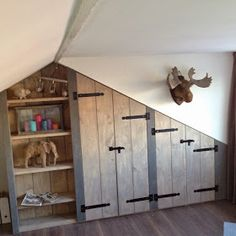 WONEN a la Mar: ♥ Inbouwkast op zolder bedincloset Bedroom Built In Wardrobe, Bed In Closet, Wardrobe Closet, Attic Bedroom Designs, Attic Bedrooms, Bedroom Bed, Dormer Bedroom, Bedroom Wallpaper Neutral, Baby Room Design