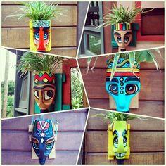 25 New Ideas Diy Garden Sculpture Plastic Bottles Plastic Bottle Planter, Reuse Plastic Bottles, Plastic Bottle Crafts, Diy Bottle, Recycled Bottles, Recycled Garden Art, Recycled Crafts, Diy And Crafts, Arts And Crafts