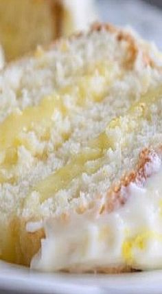 Lemon Chiffon Cake - Layers of airy chiffon are filled with sweet tart lemon curd, frosted with lemon cream cheese frosting. This cake is a lemon lover's dream dessert! Lemon Desserts, Lemon Recipes, Mini Desserts, Just Desserts, Baking Recipes, Sweet Recipes, Cake Recipes, Lemon Cakes, Lemon Curd Cake