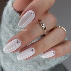 59 New Year's Nail Art Designs, Beautiful and Fashionable for Winter – ShelbyFashions New Year's Nails, Hair And Nails, 3d Nails, White Nails, Pink Nails, Glitter Nails, New Years Nail Art, Nagellack Design, Nailed It