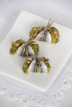 More suspicious looking vagina food. Fish Recipes, Seafood Recipes, Gourmet Recipes, Tapas, Best Party Food, Food Garnishes, Weird Food, Finger Food Appetizers, Aesthetic Food