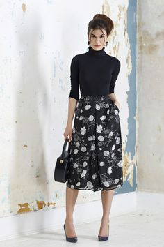 Peony & Bee Print culottes in black Modest Skirts, Modest Outfits, Modest Fashion, Cullottes, How To Wear Culottes, Philly Style, Power Dressing, Classic Style Women, Everyday Fashion