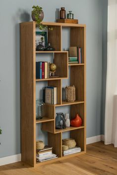 Bookshelf Design 2020 – What is the standard size of a bookshelf? - Home Ideas Cool Bookshelves, Bookshelf Design, Wall Shelves Design, Bookcase, Unique Wall Shelves, Home Decor Furniture, Diy Home Decor, Furniture Design, Interior Design Living Room