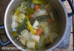 Hjemmelaget kyllingkraft Dinner Recipes, Soup, Chicken, Cooking, Ethnic Recipes, Baking Center, Kochen, Cuisine, Soup Appetizers