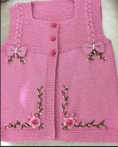 "diy_crafts-HUZUR SOKAĞI (Yaşamaya Değer Hobiler) ""This post was discovered by HUZ"", likes 69 comments"", ""Very nice embellishments"" Baby Knitting Patterns, Baby Patterns, Crochet Baby Sandals, Crochet Baby Booties, Hat Crochet, Crochet Baby Blanket Sizes, Baby Hut, Baby Applique, Baby Sweaters"