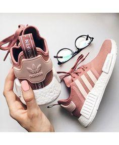 Adidas gazelle °° fishnet socks | Abiti per l'autunno, Scarpe