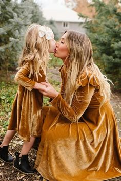 La La Lady Dress In Gold Gold Velvet Mom and Me matching mod. - La La Lady Dress In Gold Gold Velvet Mom and Me matching modest dresses. Mommy And Me Photo Shoot, Mother Daughter Photography, Fall Family Photos, Family Pics, Cute Family Pictures, Fall Family Portraits, Baby Family, Couple Photos, Moda Boho