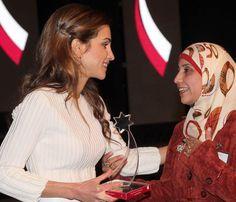 Rania de Jordania continúa con su labor en apoyo a la educación de los jóvenes #realeza #royals #royalty