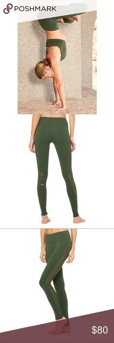 789a31ab281a5a Alo Yoga Luminous Leggings Hunter Green Alo Yoga Luminous Leggings Hunter  Green XS New without tags