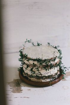 This lovely stacked christmas cake looks wholesome and rustic. Love the use of the foliage and the lack of fuss.