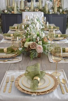 Elegant Green and Gold Christmas Tablescape - Home with Holl.- Elegant Green and Gold Christmas Tablescape – Home with Holliday - Christmas Dining Table, Christmas Table Settings, Christmas Tablescapes, Christmas Tree Themes, Christmas Table Decorations, Gold Christmas, Decoration Table, Christmas Home, Holiday Decor