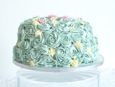 Pretty buttercream swirled cake via @laythetable.   Check out the pink inside!