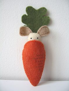 simple enough, just felt, cut out a carrot and bunny.  hand sew the carrot from one side along the bottom to the other, leave the top open to put in the bunny.  then attached the greenery. cut out a bunny besure to measure the opening so your bunny will fit.  Cut out, stuff and sew your bunny then you have a bunny in a carrot.