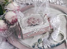 Small shabby chic box with roses antique romantic decoupage Shabby Chic Boxes, Simply Shabby Chic, Shabby Chic Crafts, Shabby Chic Bedrooms, Shabby Chic Cottage, Shabby Chic Style, Shabby Chic Furniture, Shabby Chic Decor, Small Bedrooms