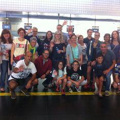 Los padres del grupo #Thurles les desean buen viaje a sus hijos HASTA LA VUELTA A #Barcelona  #WeLoveBS  #inglés #idiomas #cursos #viaje #travel #aeropuerto #padres #jóvenes #adolescentes