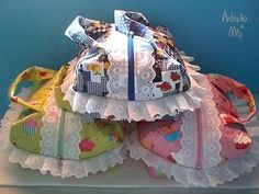 Porta-pão em patchwork                                                       … Sewing Crafts, Sewing Projects, Sewing Case, Potli Bags, Handicraft, Sewing Patterns, Patches, Quilts, Fabric