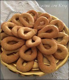 Biscotti Cookies, Brownie Cookies, Cookie Recipes, Dessert Recipes, Desserts, Romanian Food, Sweet Recipes, Latte, Buffet