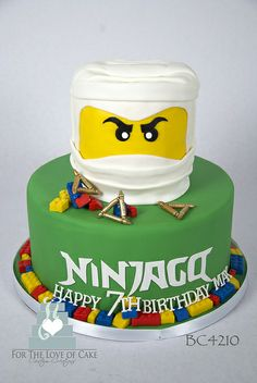 Cake with lemon crown - HQ Recipes Bolo Ninjago, Bolo Lego, Lego Ninjago Cake, Ninjago Party, Lego Cake, Superhero Cake, Minecraft Cake, Ninja Birthday Parties, 7th Birthday