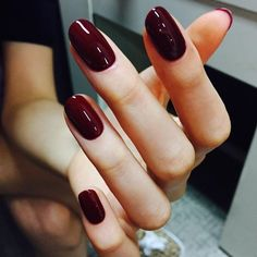 Nail art Christmas - the festive spirit on the nails. Over 70 creative ideas and tutorials - My Nails Deep Red Nails, Burgundy Nails, Dark Nails, Cute Nails, Pretty Nails, My Nails, Shellac Nails, Minimalist Nails, Round Nails