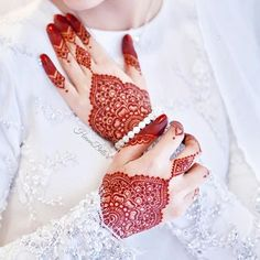 White & Red & Natural Henna (@hennabelle) • Foto dan video Instagram Pretty Henna Designs, Rose Mehndi Designs, Bridal Henna Designs, Unique Mehndi Designs, Henna Tattoo Designs, Henna Nail Art, Henna Nails, Henna Mehndi, Mehendi