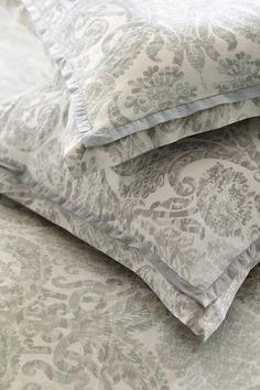 Beautiful gray damask duvet cover  http://rstyle.me/n/etcnpnyg6