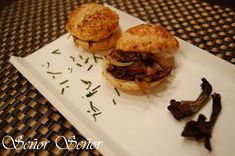Mushroom Puff Pastry Sliders Best Spanish Food, Spanish Desserts, Great Appetizers, Appetizer Ideas, Tapas Recipes, Sliders, Hamburger, Sandwiches, Stuffed Mushrooms