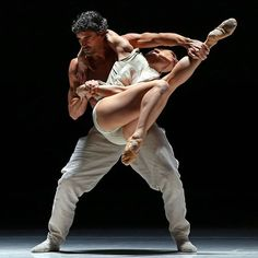 """@jorgenozal and @chloe_albaret of Nederlands Dans Theater (@ndtdance) performed in """"Stop-Motion"""" at @nycitycenter on Wednesday night. The company, visiting from The Hague, is presenting 4 works from its vast repertory of contemporary ballets: 2 created this year, and 2 by the resident artists Sol León and Paul Lightfoot, including """"Stop-Motion."""" @ndtdance continues through Saturday at @nycitycenter in Manhattan. The @nytimes staff photographer @andrea_mohin took this photo while on…"""