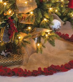 Add a finishing touch to your Christmas tree with this burlap tree skirt! Burlap Christmas, Merry Little Christmas, Country Christmas, Winter Christmas, Christmas Holidays, Thanksgiving Holiday, Christmas Projects, Holiday Crafts, Christmas Ideas