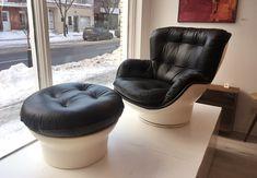 """""""Karate Chair et Ottoman"""" par Michel Cadestin pour Airbourne France 1960's - restaurés et nouveaux recouvrements de cuir 2525$ F: 37""""L x 35"""" x 35""""H  Assise: 17""""H O: 27""""D x 17""""H"""