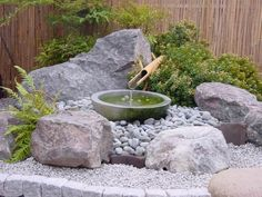 Beautiful Mini Zen Garden Design Ideas 05 To be able to have a great Modern Garden Decoration, it is helpful … Small Japanese Garden, Mini Zen Garden, Asian Garden, Japanese Garden Design, Japanese Style, Japanese Garden Backyard, Japanese Water, Japanese Gardens, Traditional Japanese