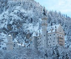 Neuschwanstein castle in Germany. Looks like it's straight out of a fairytale!!