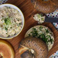 11 nagyon finoman fűszerezett, kenyérre kenhető sós kence | Nosalty Gnocchi, Bagel, Mashed Potatoes, Grains, Rice, Bread, Ethnic Recipes, Food, Bulgur