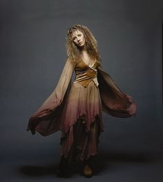 Stevie wearing varying shades of brown and a sad expression ~ ☆♥❤♥☆ ~ posing for her friend and music society photographer Herbert Worthington III Look Vintage, Vintage Ladies, Vintage Photos, Stevie Nicks Costume, Stevie Nicks Witch, Hallowen Costume, Costume Ideas, Halloween, Costumes