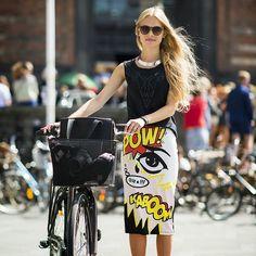 The latest news on Street Style is on POPSUGAR Fashion. On POPSUGAR Fashion you will find news on fashion, style and Street Style. Also known as: Street-Style Cycle Chic, Pop Art Fashion, Look Fashion, Street Fashion, Fashion Tag, Fashion Images, Fashion Women, Moda Pop Art, Elegante Y Chic