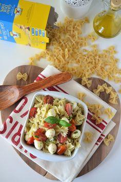 Salata caprese cu paste - Retete culinare by Teo's Kitchen Mozzarella, Past, Avocado, Tacos, Mexican, Ethnic Recipes, Kitchen, Food, Baking Center