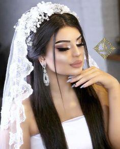 Duvak Aring Ekli Wedding In 2019 Bridal Hair Makeup Bride Bridal Makeup Looks, Bride Makeup, Wedding Hair And Makeup, Wedding Hairstyles With Crown, Bride Hairstyles, Quince Hairstyles, Bridal Hairdo, Quinceanera Hairstyles, Braut Make-up