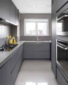 37 Modern Kitchens To Apply Asap - Home Decoration Experts Kitchen Room Design, Kitchen Dinning, Best Kitchen Designs, Home Decor Kitchen, Interior Design Kitchen, Kitchen Furniture, Dark Grey Kitchen Cabinets, Black Kitchen Island, Kitchen Units