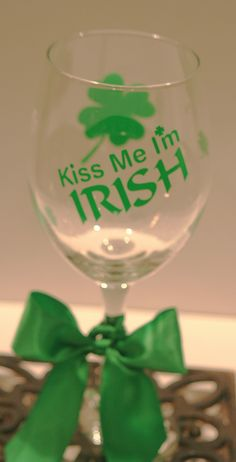St.+Patrick's+Day+Wine+Glass+by+melaniedupuy+on+Etsy,+$12.00