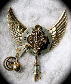 steampunk pendant with wings