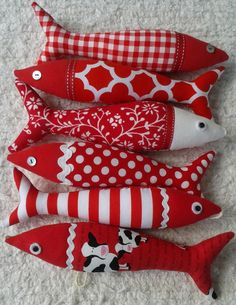 Handmade traditional Portuguese sardines - the red collection! by OlaFishyWishy on Etsy Fabric Fish, Red Fabric, Fabric Art, Softies, Sewing Crafts, Sewing Projects, Fish Quilt, Lavender Bags, Fish Crafts