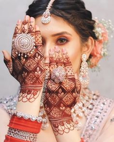 Floral Henna Designs, Latest Bridal Mehndi Designs, Back Hand Mehndi Designs, Modern Mehndi Designs, Dulhan Mehndi Designs, Beautiful Henna Designs, Henna Tattoo Designs, Mehndi Desing, Mehendi