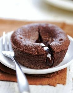 Coulant au chocolat (facile et rapide) - Gluten-free: What does that mean? Vegan Dessert Recipes, Tart Recipes, Brownie Recipes, Sweet Recipes, Baking Recipes, Snack Recipes, Chocolat Recipe, Mousse Au Chocolat Torte, Cake Chocolat