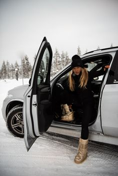 2018 – Molly Rustas Winter Wear, Autumn Winter Fashion, Winter Boots Outfits, Shotting Photo, Snow Outfit, Moon Boots, Snow Fashion, Winter Photography, Winter Looks