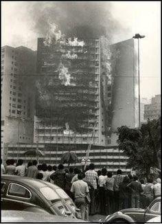 Incêndio no Edifício Joelma (atual Praça da Bandeira) em São Paulo. (1 de Fevereiro de 1974)