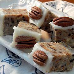 Carolina Butter Pecan Cake Bars - Recipes A to Z Cake Bars, Dessert Bars, Just Desserts, Dessert Recipes, Pecan Desserts, Cake Recipes, Southern Desserts, Pecan Recipes, Dishes Recipes