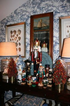 700 East 15th decorated for Christmas