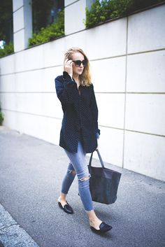 SHIRT: Dolce & Gabbana JEANS: Levis SHOES: Vagabond BAG: Saint Laurent East West SUNNIES: Céline