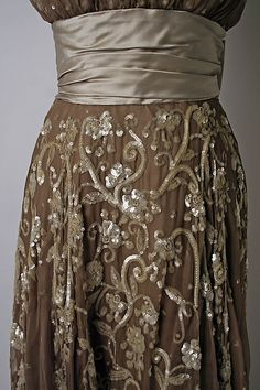 Deatail of the evening dress from Leslie Morris, sequins with some beads.