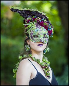 botanical mask-headpiece ,necklace and earrings, flower and texture Francoise Weeks - photo: Ted Mishima