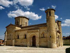 San Martin de Fromista #CastillayLeon #Spain Romanesque Art, Romanesque Architecture, Art And Architecture, Castle House Plans, 11th Century, Spain And Portugal, European History, Kirchen, Monument Valley